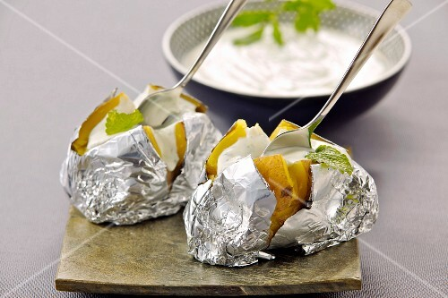 A sour cream dip for baked potatoes