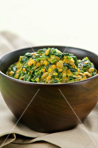Spinach and lentil stew with oriental spices