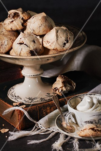 Meringue biscuits served with coffee
