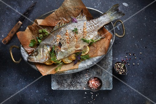 Bass filled with herbs and lemon slices (seen from above)