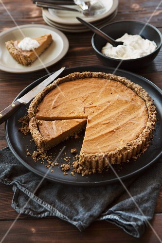 Pumpkin pie, sliced