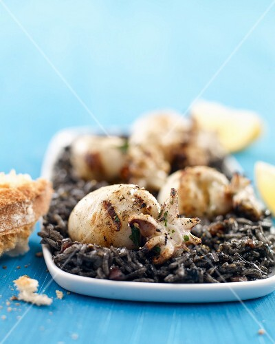 Grilled sepia with black rice