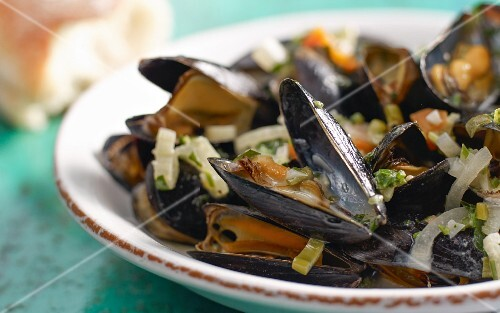 Grilled mussels in broth