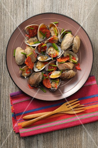 Clams with chilli and Vermouth (seen from above)