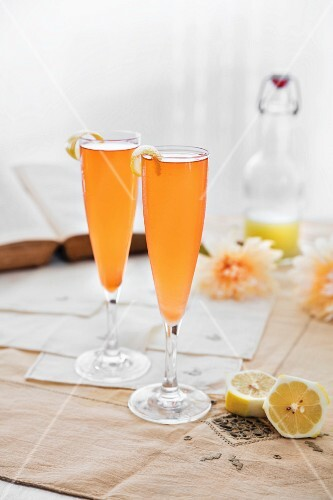 Cava cocktails with lemon for two