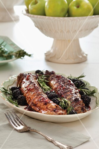 Pork with blackberries and rosemary