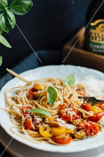 Spaghetti with tomatoes and grated Parmesan cheese