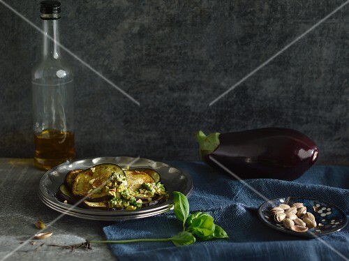 Marinated aubergines with pistachio nuts