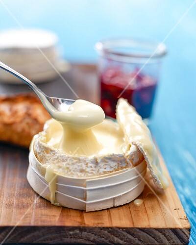 Baked Camembert with berry compote