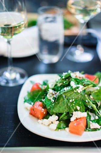 Summer salad with spinach, watermelon and goat's cheese