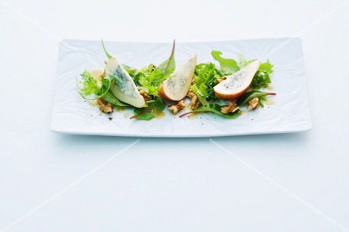 Roquefort pears on lettuce with walnut pesto