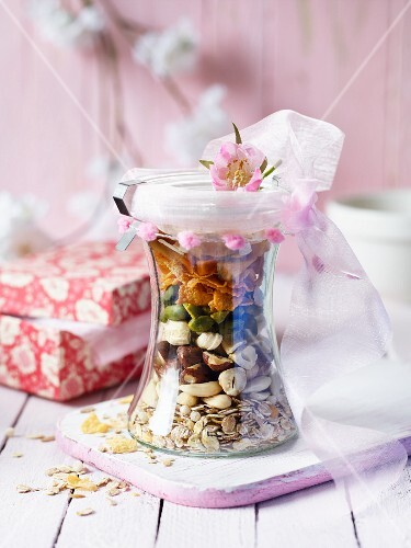 A mixture for nut muesli in a preserving jar as a gift