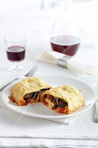 Vegetable pizza pockets with melted Edam cheese