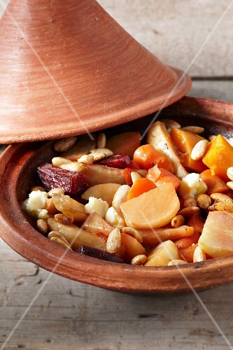 Vegetable tagine with almonds