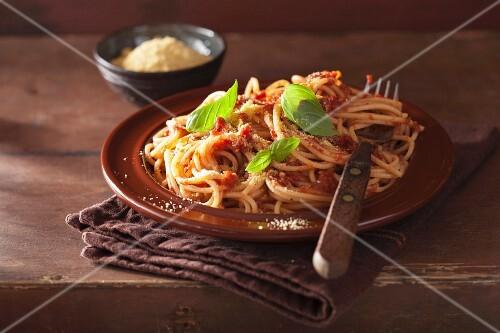Spaghetti with a raw tomato sauce and vegan cashew nut spread