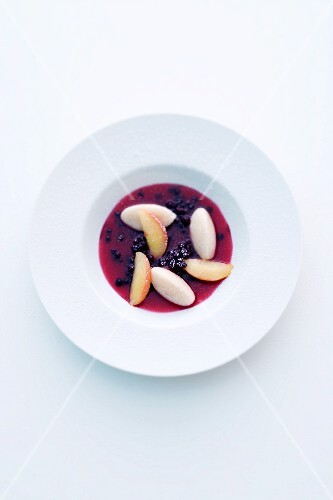 Elderberry soup with sweet semolina dumplings and apple