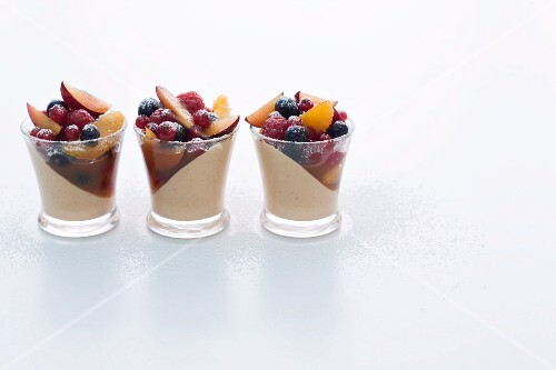 Gingerbread cream with fruit marinated in rum