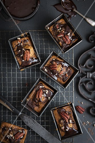 Mini chocolate cakes with people not on bananas in loaf tins