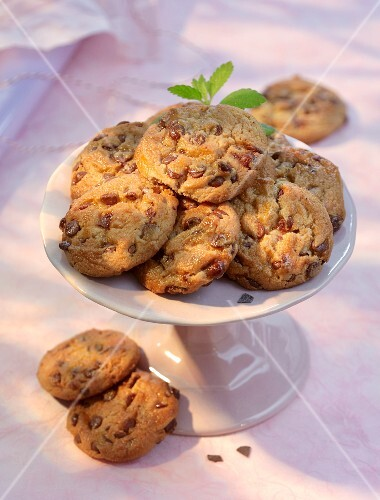 American cookies with pecan nuts and chocolate chips