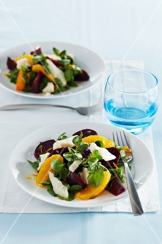Beetroot salad with goat's cheese and oranges