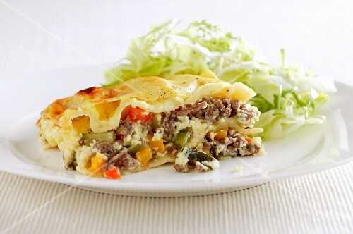 Pasta bake with minced meat and vegetables