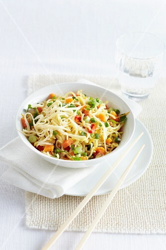 Oriental noodles with vegetables, lemon and cheese