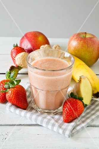 A strawberry and banana smoothie with apple and ginger