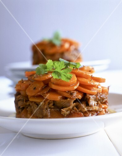 Beef timbale with carrots, white wine and coriander