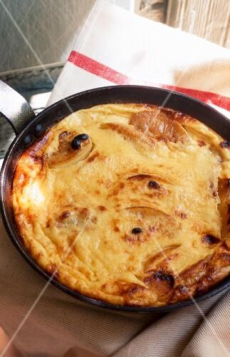 A large apple pancake