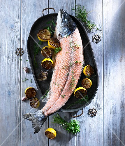 Oven-baked salmon with lemon