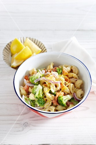 Tortellini with salmon, broccoli and lemon