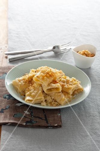 Paccheri with cauliflower cream and crispy crumbs