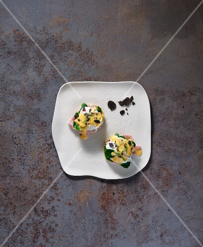 Sous-vide eggs Benedict with Bearnaise sauce