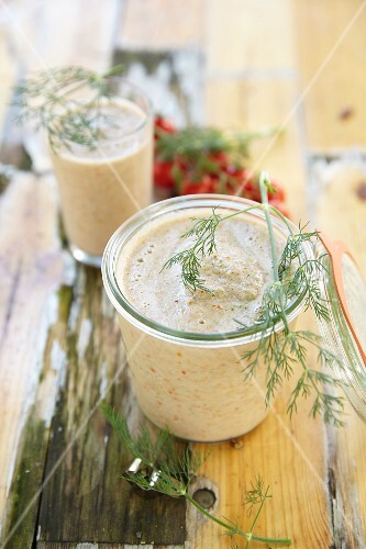 Tomato and cucumber smoothies with dill