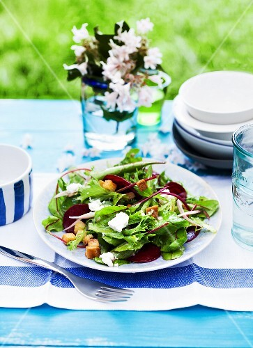 A mixed salad with goat's cheese and croutons