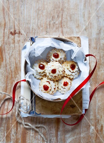 Butter biscuits with redcurrant jam