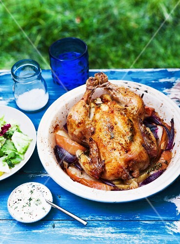 Roast chicken with onions and apple