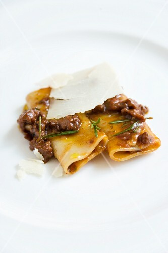 Homemade cannelloni with braised salsiccia