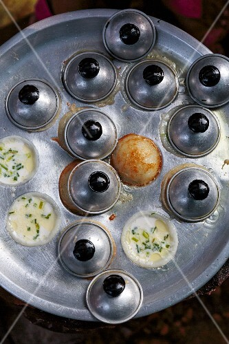 Kanom Krok (coconut pudding, Laos)