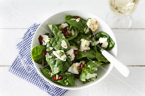 Spinach salad with goat cheese and pomegranate seeds