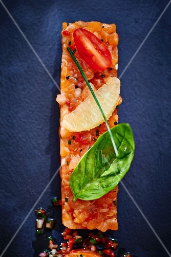 Trout tartare with basil and grapefruit