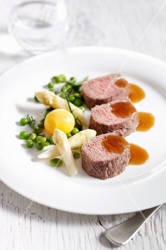 Lamb fillet with asparagus and peas