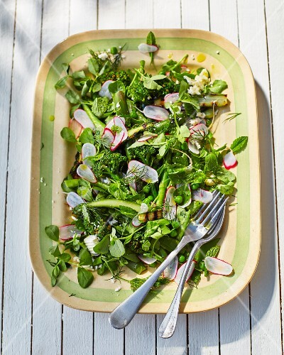 Broccoli and spinach salad with radishes and peas