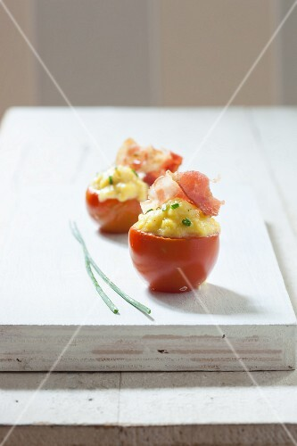 Tomatoes filled with egg and pancetta