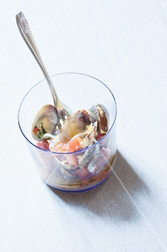Vongole piccanti (clams in a spicy sauce, Italy)