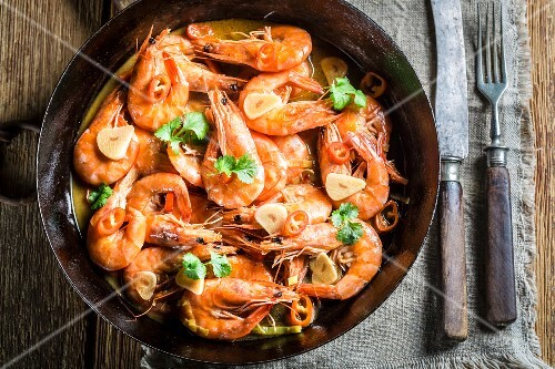 Prawns with garlic, parsley and chilli peppers