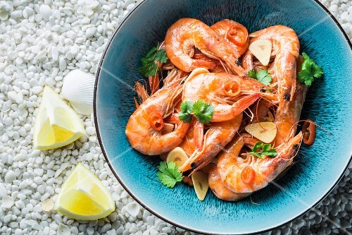 Prawns with garlic, parsley, chilli peppers and lemons
