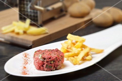 Beef tartare with homemade chips