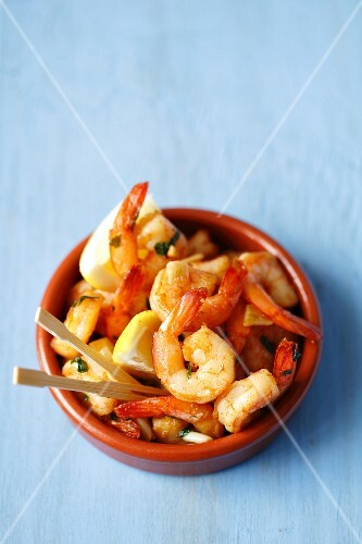 Fried prawns with garlic