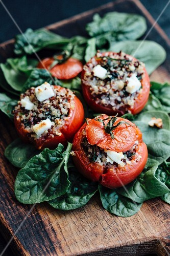 Stuffed tomatoes with spinach and sheep's cheese